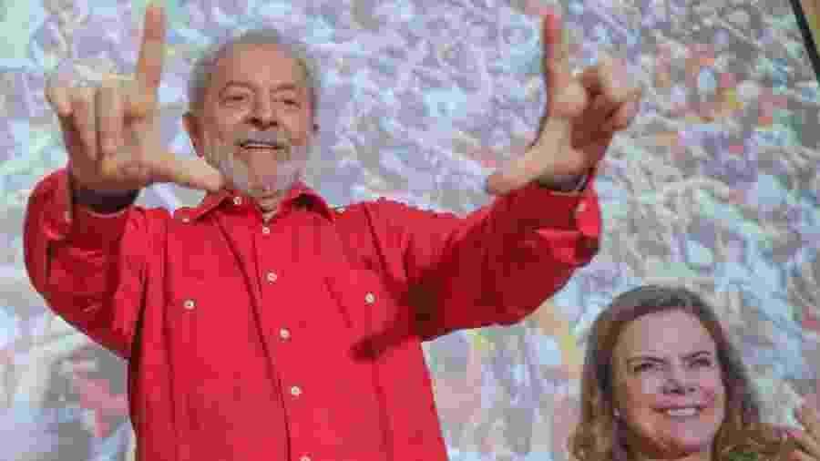 O ex-presidente Luiz Inácio Lula da Silva e a presidente nacional do PT, deputada federal Gleisi Hoffmann (PR) - Ricardo Stuckert - 14.nov.2019/PT/AFP