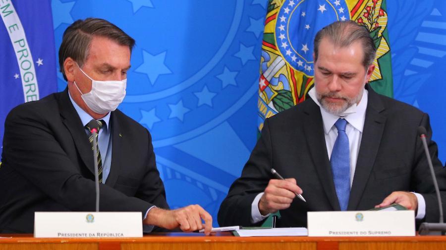 Presidente Jair Bolsonaro e o presidente do STF, Dias Toffoli, participam de coletiva sobre o coronavírus - Wagner Pires/Futura Press/Estadão Conteúdo