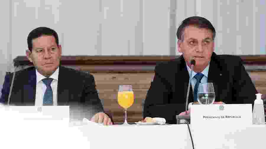 06.jun.20 - Hamilton Mourão (PRTB) e Jair Bolsonaro (sem partido) durante 34ª Reunião do Conselho de Governo - Marcos Corrêa/Presidência da República