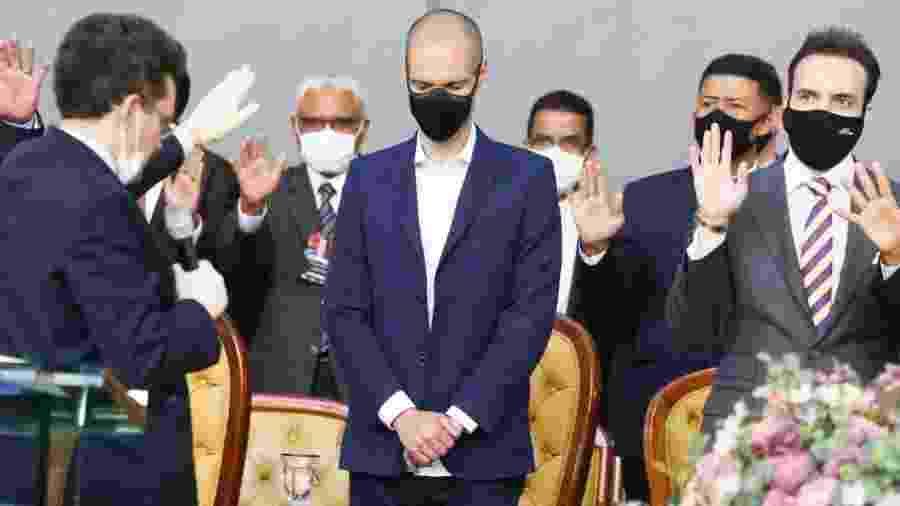 O candidato à reeleição Bruno Covas recebe benção durante reunião de líderes da Igreja Assembleia de Deus Madureira - Divulgação