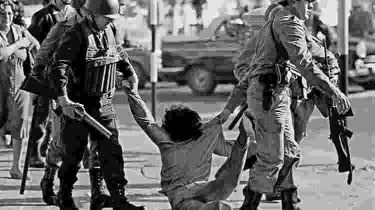 Os militares perseguiam com brutalidade os opositores, no que chamavam de 'guerra contra a subversão' - GETTY IMAGES - GETTY IMAGES