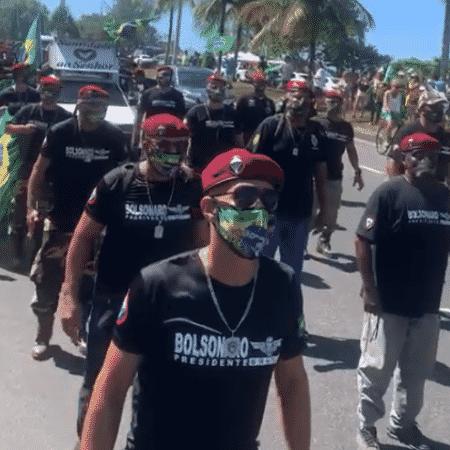 """Bolsonaristas fardados marcharam em março ao som de """"Eu te amo, meu Brasil"""" - Reprodução de vídeo - Reprodução de vídeo"""