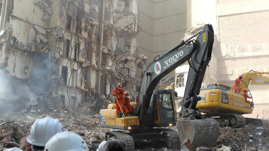 Desabamento de três prédios no centro do Rio de Janeiro em 2012 - Wilton Junior/Estadão Conteúdo