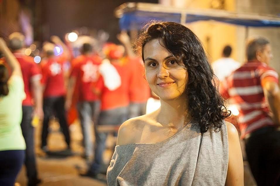"""""""Eu vim pela democracia e contra as formas indignas de fazer política. Vim para lutar contra o pensamento cheio de certezas, dominado pela raiva, daqueles que querem derrotar a democracia."""" Marina Wisnik, 35 anos, cantora e poeta"""