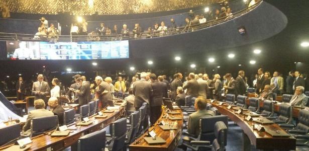 Sessão de votação do processo de impeachment de Dilma Rousseff tem clima de dia normal de trabalho