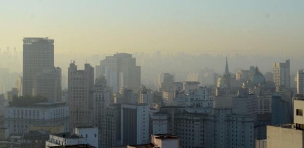 Nuvem de poeira e poluição em São Paulo; ar seco faz com que partículas fiquem mais tempo suspensas