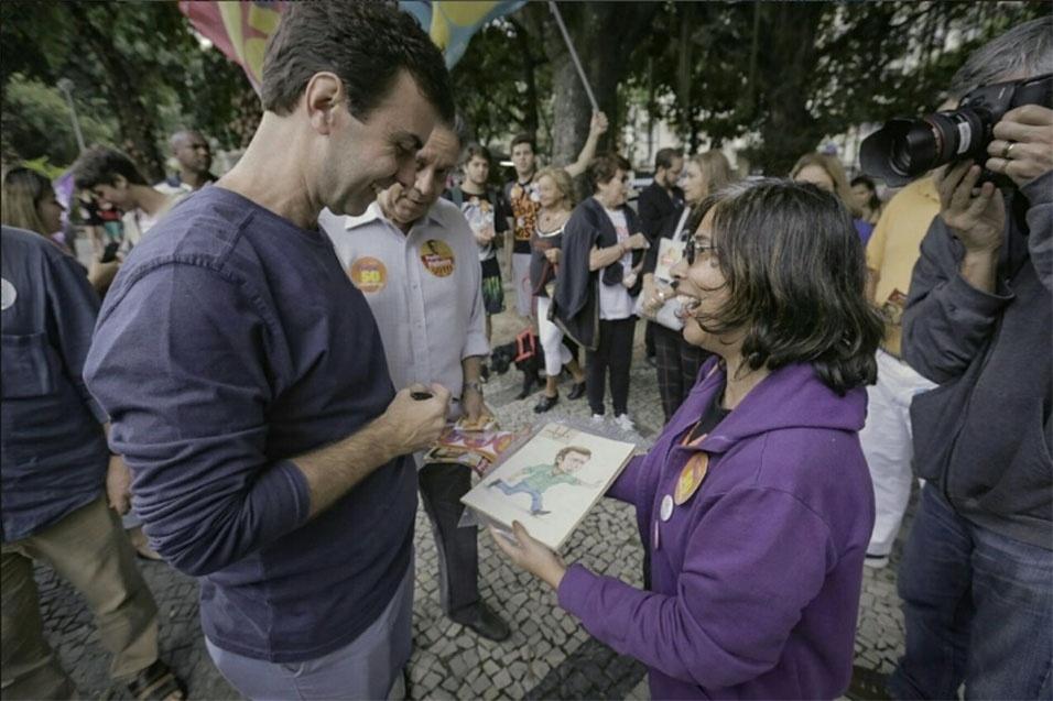 1º.out.2016 - Marcelo Freixo, candidato a prefeito do Rio de Janeiro pelo PSOL, caminha pelas ruas do Méier, zona norte do Rio de Janeiro