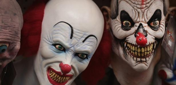 Máscaras de palhaços assustadores são vendidas em loja de fantasias em Chicago, EUA - Scott Olson/Getty Images/AFP