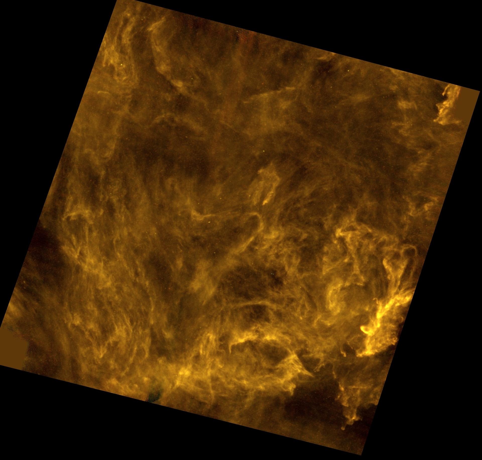 3.jan.2017 - FUTURAS ESTRELAS - Esta rede de poeira e gás mostra um futuro berçário de estrelas no Universo. A região fica em Polaris, cerca de 490 anos-luz de distância da Terra. Centenas de filamentos interestelares aparecem emaranhados na imagem. Esses emaranhados podem se esticar por dezenas de anos-luz pelo espaço e precedem a formação estelar