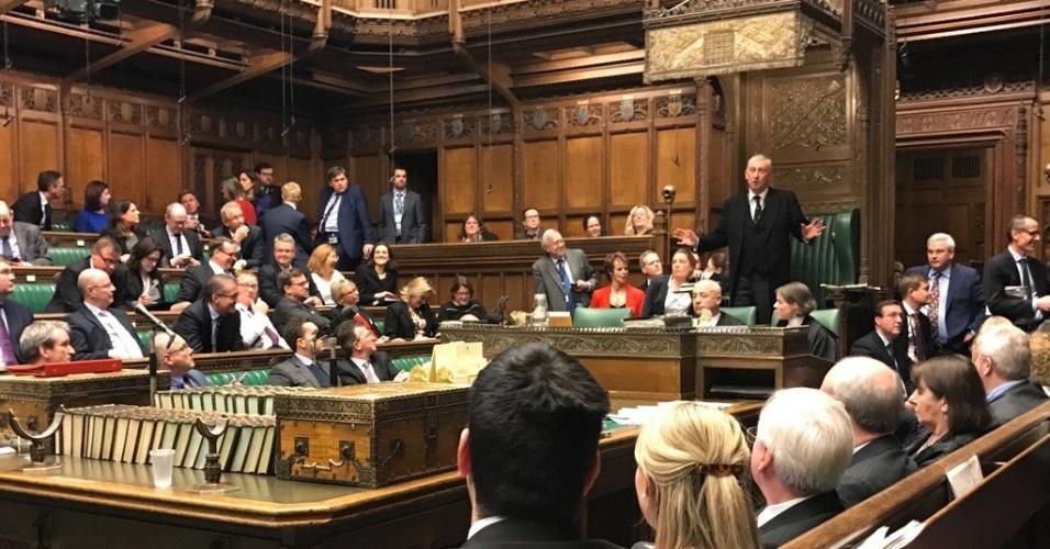 22.mar.2017 -  Com o alerta de segurança devido ao ataque terrorista, o Parlamento encerrou suas atividades e os parlamentares foram mantidos dentro do local