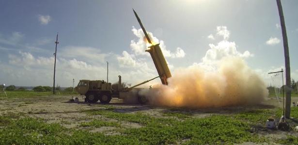 1.nov.2015 - Teste de sistema Terminal de Defesa Aérea de Alta Altitude (Thaad, na sigla em inglês) em Wake Island, no Oceano Pacífico
