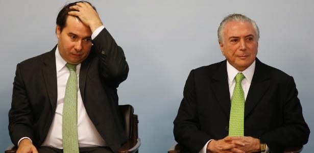 Rodrigo Maia (e) tem discordado de medidas sugeridas pelo governo Temer
