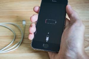 Função escondida no iPhone indica se você precisa trocar bateria do celular (Foto: iStock)