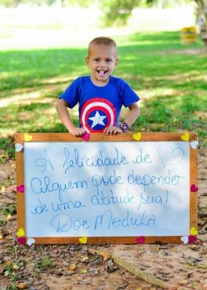 Gabriel Piyãko em uma das fotos da campanha por doadores