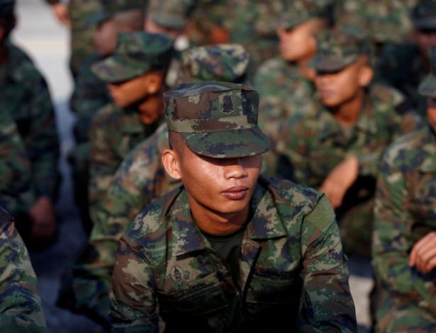Soldados participam de cerimônia de abertura dos exercícios militares na Tailândia