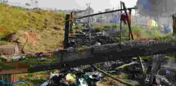 Imagem divulgada pelo MST mostra barracos queimados após ataque na madrugada  - Divulgação/MST