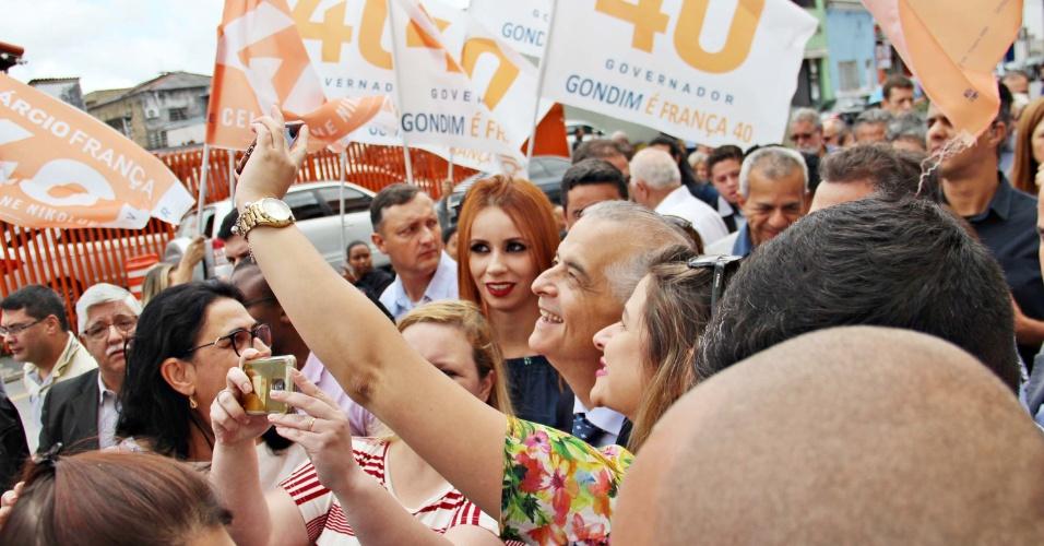 20.out.2018 - O governador e candidato à reeleição, Márcio França (PSB) visita a Santa Casa de Mogi das Cruzes (SP), na manhã deste sábado