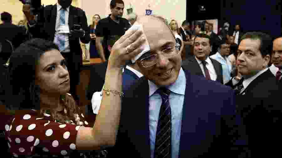 18.dez.2018 - A primeira-dama do Rio, Helena Witzel, e o governador Wilson Witzel em cerimônia de diplomação - Pablo Jacob/ Agência O Globo