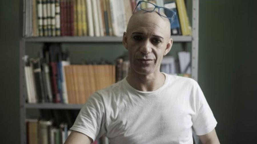 Léia conta que a população carcerária LGBT tem que se submeter a regras rígidas que terminam por segregar prisioneiros gays, mantendo-os marcados e em muitos casos distantes dos outros presos - Felix Lima/BBC News Brasil