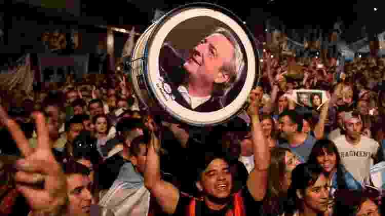 Vitória de Fernández foi no nono aniversário de morte de Nestor Kirchner, ex-presidente da Argentina e marido de Cristina; Nestor foi lembrado na comemoração da vitória - Ricardo Moraes/Reuters