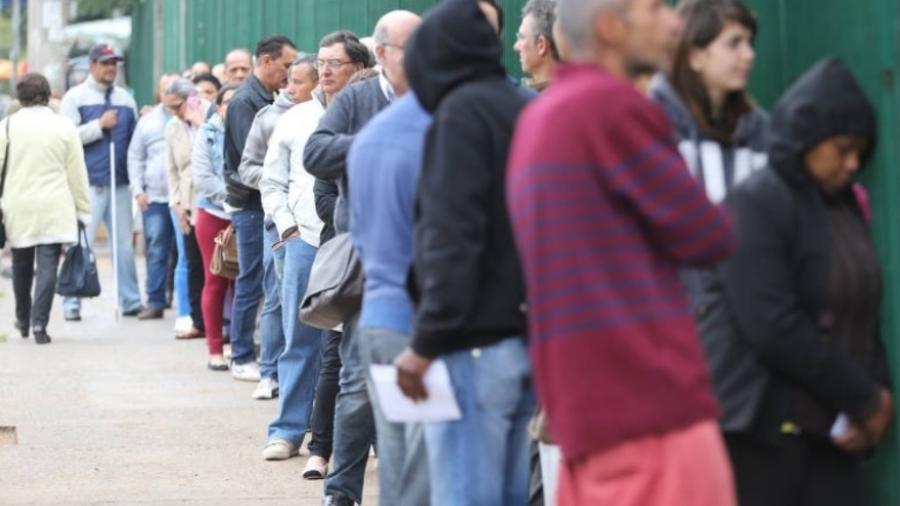 """INSS deverá disponibilizar, sob pena de multa diária, """"pessoal capacitado"""" para efetuar o atendimento dos segurados nas agências - Rivaldo Gomes/Folhapress"""