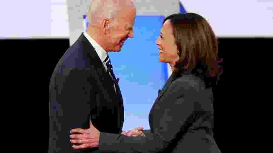 Joe Biden, candidato democrata à Presidência dos EUA, ao lado da senadora Kamala Harris - Lucas Jackson