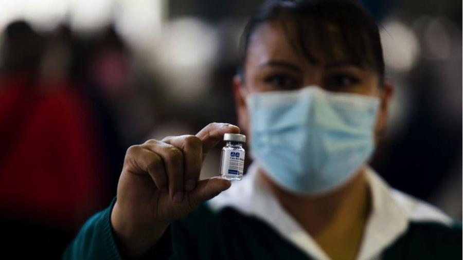 O México foi o primeiro país da América Latina a iniciar a vacinação contra a covid-19 e aplicou mais de 2 milhões de doses entre seus 126 milhões de habitantes - Getty Images