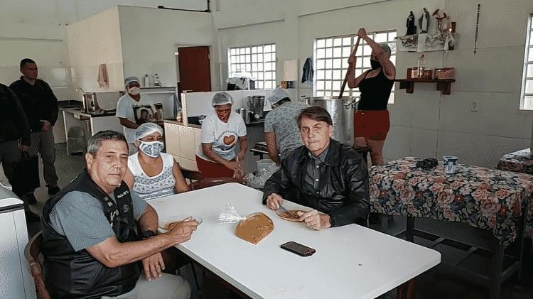 Bolsonaro toma sopa - Exército Brasileiro - Exército Brasileiro