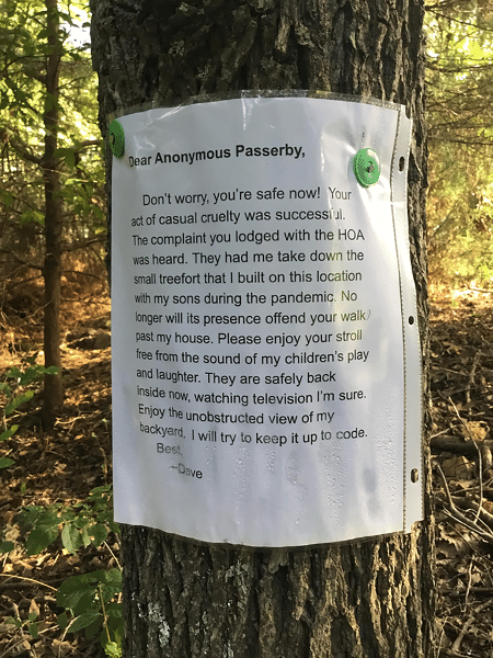 Pai revoltado deixou um bilhete para reclamar de atitude de pessoa que o fez derrubar casa na árvore - Reprodução/Reddit