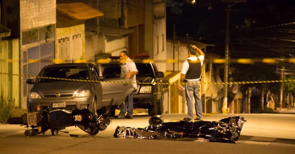 31.jan.2016 - Após tentativa de assalto contra um policial militar na madrugada deste domingo (31), um suspeito foi morto e outro está preso. O caso aconteceu na zona leste de São Paulo (SP)