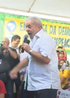 O ex-presidente Lula discursa contra o impeachment de Dilma Rousseff em Brasília (DF)