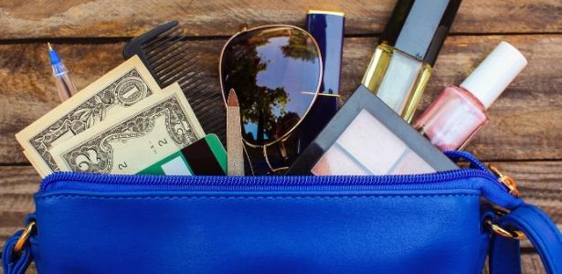 Maquiagem, caneta, caderno, carteira... e um bilhete de meio milhão de reais