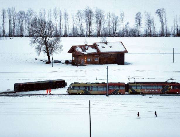 Vagão descarrilha na Suíça após passagem da tempestade Eleanor