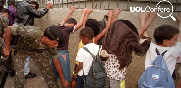 Foto de Márcia Folleto em que militar revista crianças e voltou a circular nas redes sociais