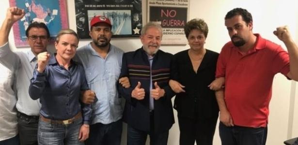 Lula está reunido com aliados desde decretação de prisão