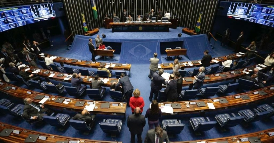 Plenário do Senado aprova urgência para projeto com isenção tributária para o diesel na noite de segunda-feira (28)