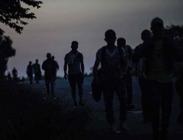 25.10.2018 - Apesar do cansaço, migrantes hondurenhos seguem caravana pelo México em direção aos EUA - Pedro Pardo/AFP
