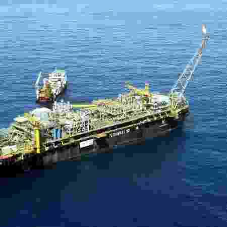 O navio-plataforma P50 da Petrobras , no campo de Albacora Leste na Bacia de Campos, litoral do Rio de Janeiro - Ana Carolina Fernandes/Folhapress