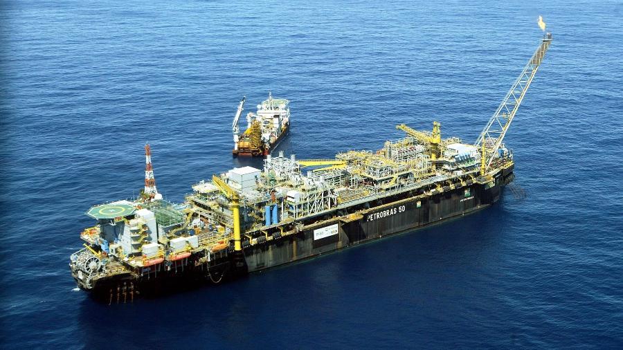 O navio-plataforma P50 da Petrobras , no campo de Albacora Leste na Bacia de Campos, litoral do estado do Rio de Janeiro - Ana Carolina Fernandes/Folhapress