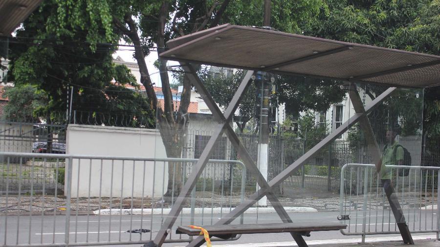 Homem morre eletrocutado em ponto de ônibus na avenida Rio Branco, em São Paulo - Willian Moreira/Futura Press/Estadão Conteúdo