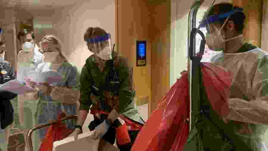Passageiros e tripulantes de navio são examinados por coronavírus nos EUA - California National Guard/Handout via Reuters