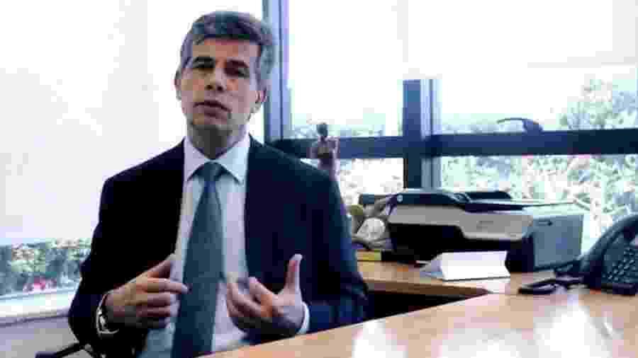 Nelson Teich foi consultor informal na campanha eleitoral de Bolsonaro e chegou a ser cotado para assumir o Ministério da Saúde após a eleição - Reprodução via BBC