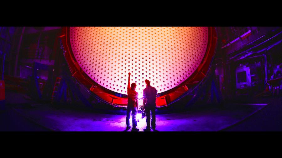Cada um dos sete espelhos do Telescópio Gigante de Magalhães tem 8,4 metros de diâmetro, juntos formando uma única superfície óptica de 24,5 metros com uma área total de coleta de 368 metros quadrados - Damien Jemison/GMTO Corporation
