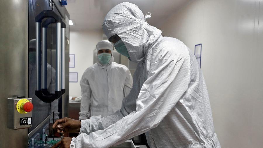 Mutação da covid-19 é um processo natural e não representa necessariamente que o vírus gera casos mais graves da doença - Francis Mascarenhas/Reuters