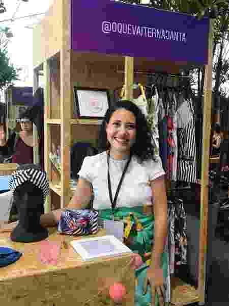 Empreendedora Júlia Soares, 33, em estande da @oquevaiternajanta - Arquivo pessoal - Arquivo pessoal