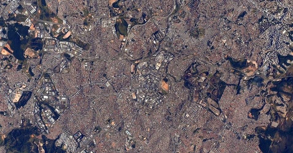 30.jul.2015 - O astronauta Scott Kelly publicou uma imagem da cidade de Belo Horizonte, capital de Minas Gerais (Brasil), em seu Twitter diretamente do espaço, da Estação Espacial Internacional. O norte-americano desejou