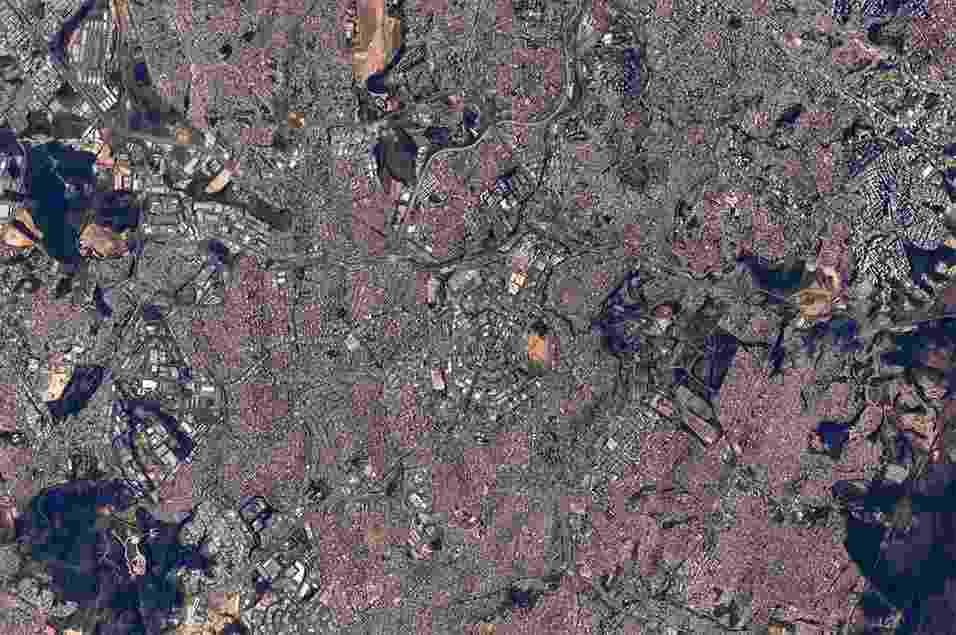 """30.jul.2015 - O astronauta Scott Kelly publicou uma imagem da cidade de Belo Horizonte, capital de Minas Gerais (Brasil), em seu Twitter diretamente do espaço, da Estação Espacial Internacional. O norte-americano desejou """"bom dia"""" a todos os moradores da cidade - Scott Kelly/Nasa"""