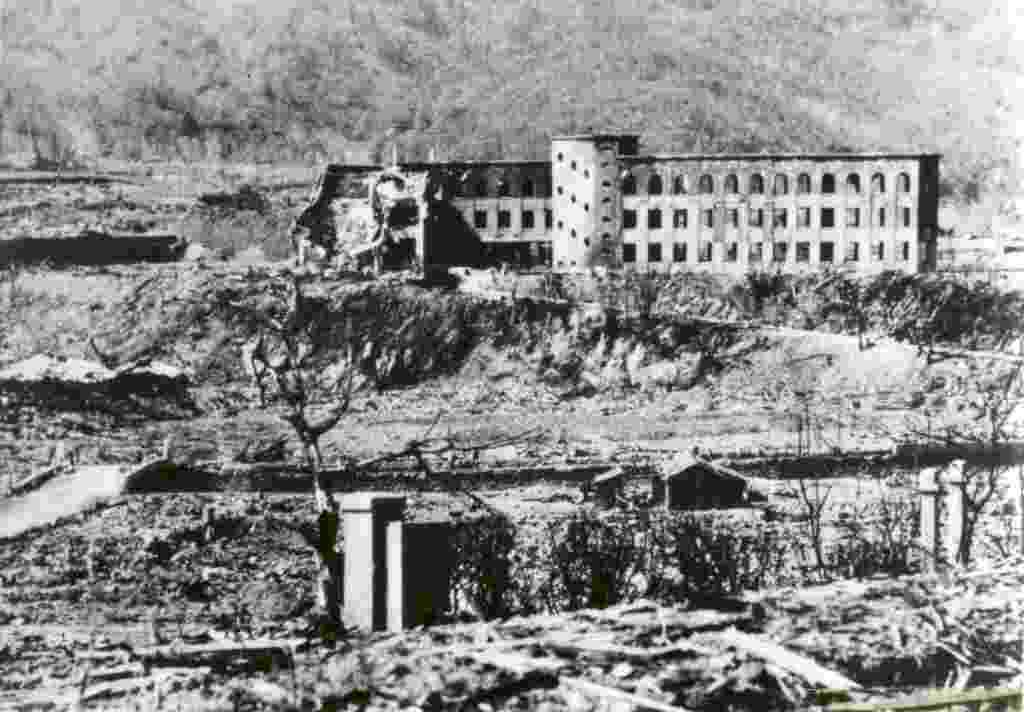 9.ago.2015 - A universidade de medicina de Nagasaki ficou em ruínas após a explosão da bomba atômica em 9 de agosto de 1945 - Shigeo Hayashi/Museu da Bomba Atômica de Nagasaki/ via Reuters