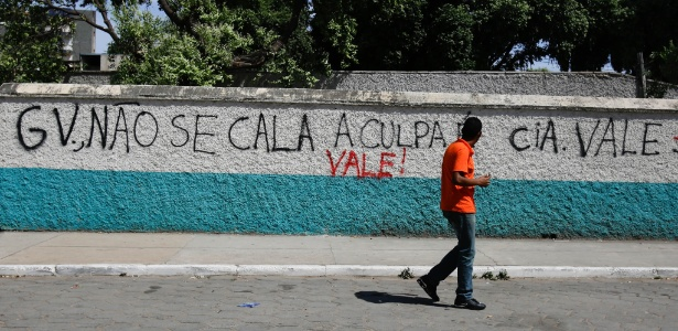 Estação de trem da Vale amanheceu pichada em Governador Valadares na manhã de quinta-feira (12) - Gabriela Biló/Estadão conteúdo