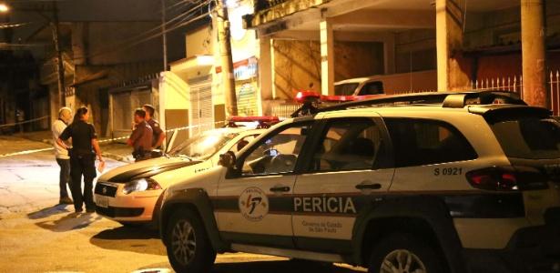 2.jan.2016 - Policial militar é morto a tiros durante assalto a uma pizzaeia na zona norte de SP